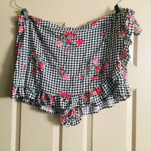 Dresses & Skirts - NWT Gingham & Floral Print Wrap Skort. Size 3X